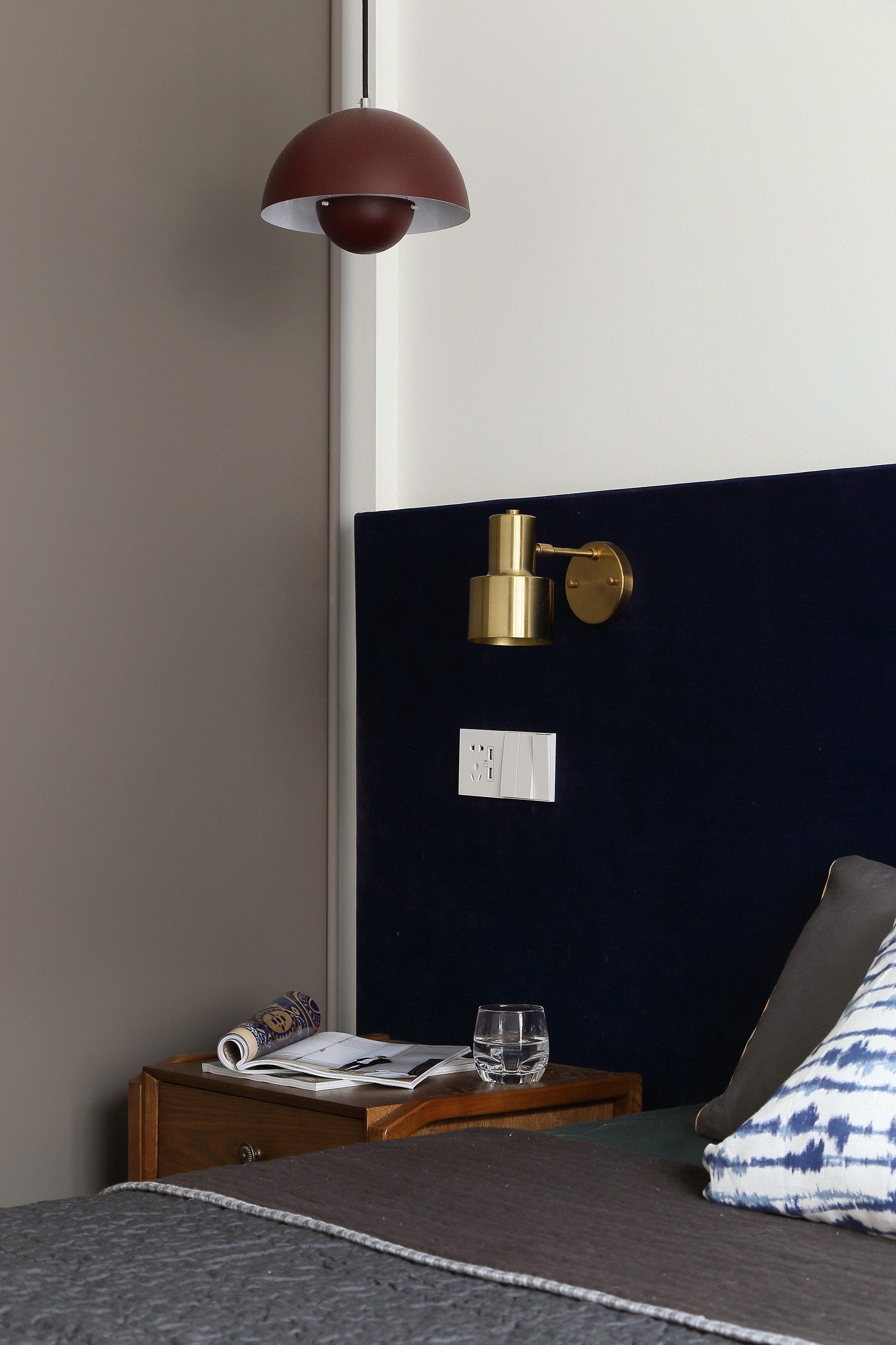 简约北欧风格三居装修床头灯具设计