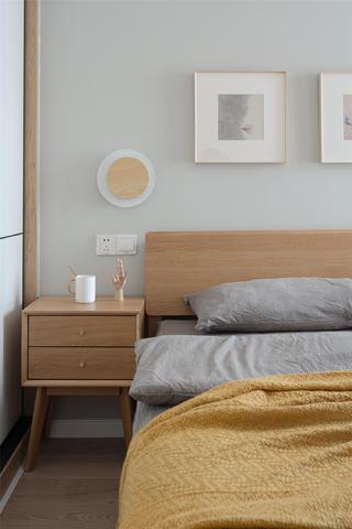 现代北欧风两居室装修床头柜设计图