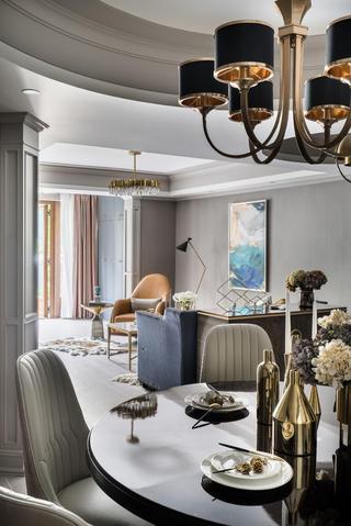 轻奢风两居室装修餐厅吊灯设计