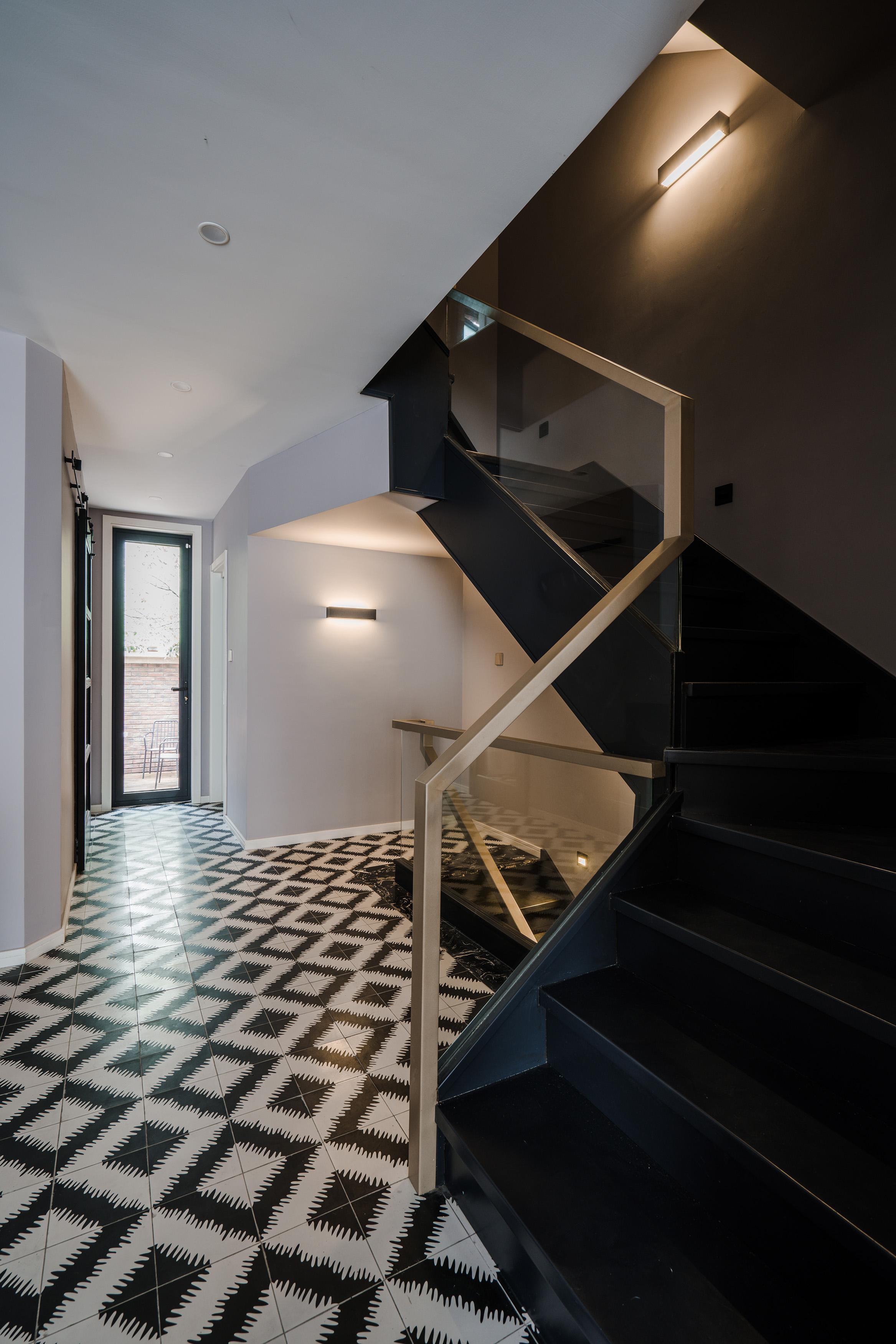 混搭风格别墅楼梯装修效果图