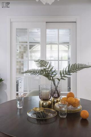 美式风格别墅厨房推拉门装修效果图