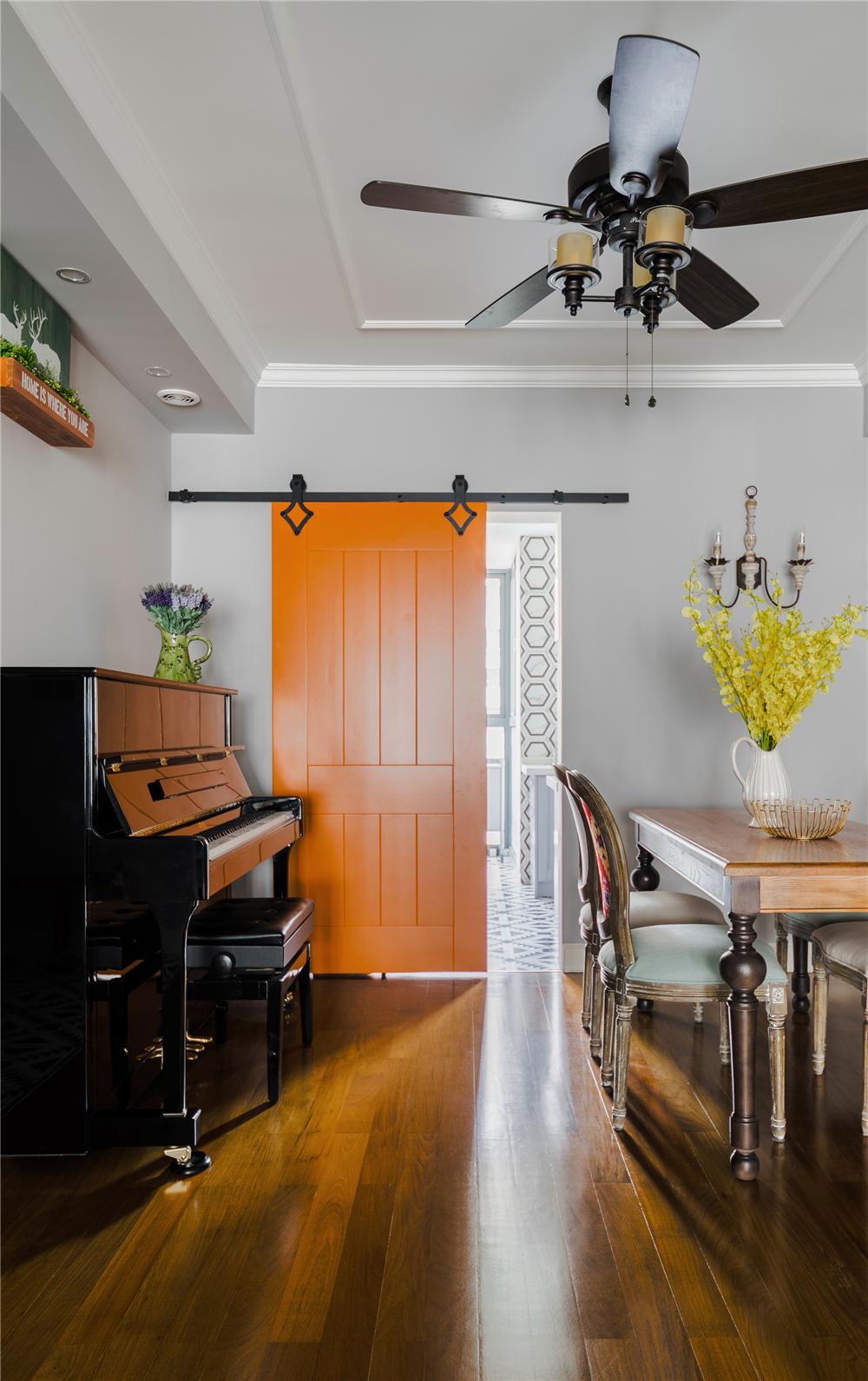 混搭风格二居室装修餐厅谷仓门设计