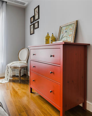 混搭风格二居室装修红色边柜设计
