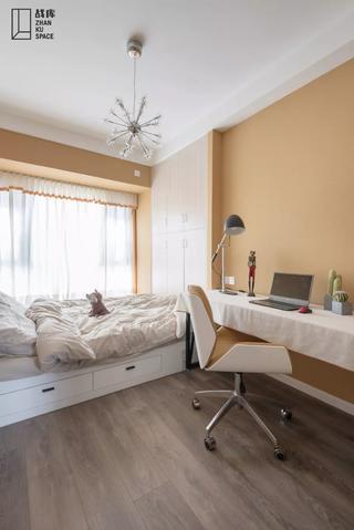 现代风格三居榻榻米卧室装修效果图