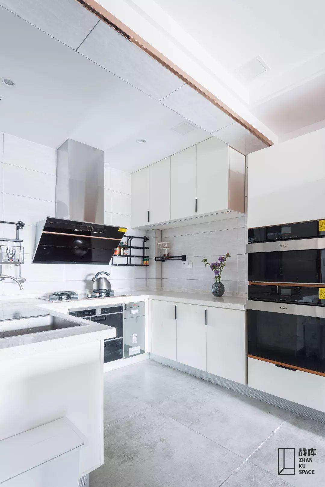 现代简约风格别墅厨房装修效果图