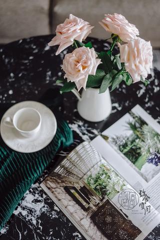 89㎡北欧风格三居装修茶几小景