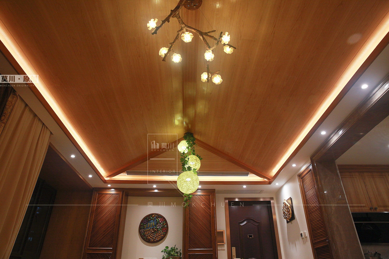 86㎡东南亚风格客厅吊顶装修效果图
