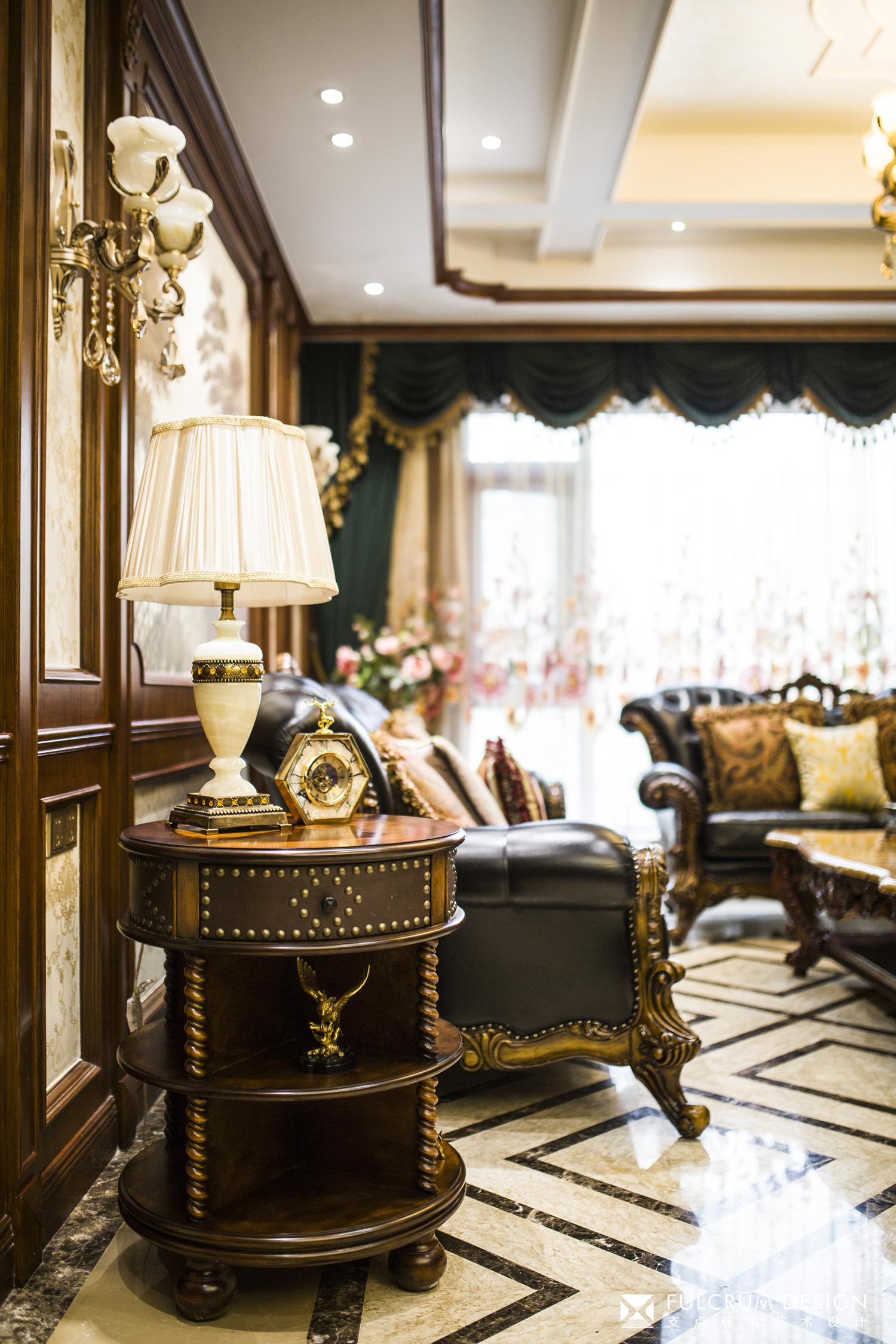 经典美式风格别墅装修台灯几柜设计
