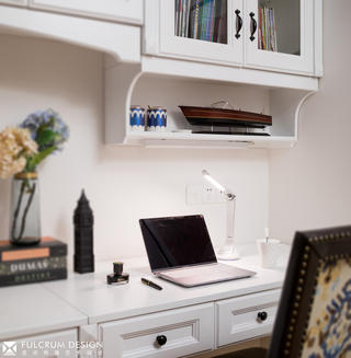 美式三居室装修书桌设计图