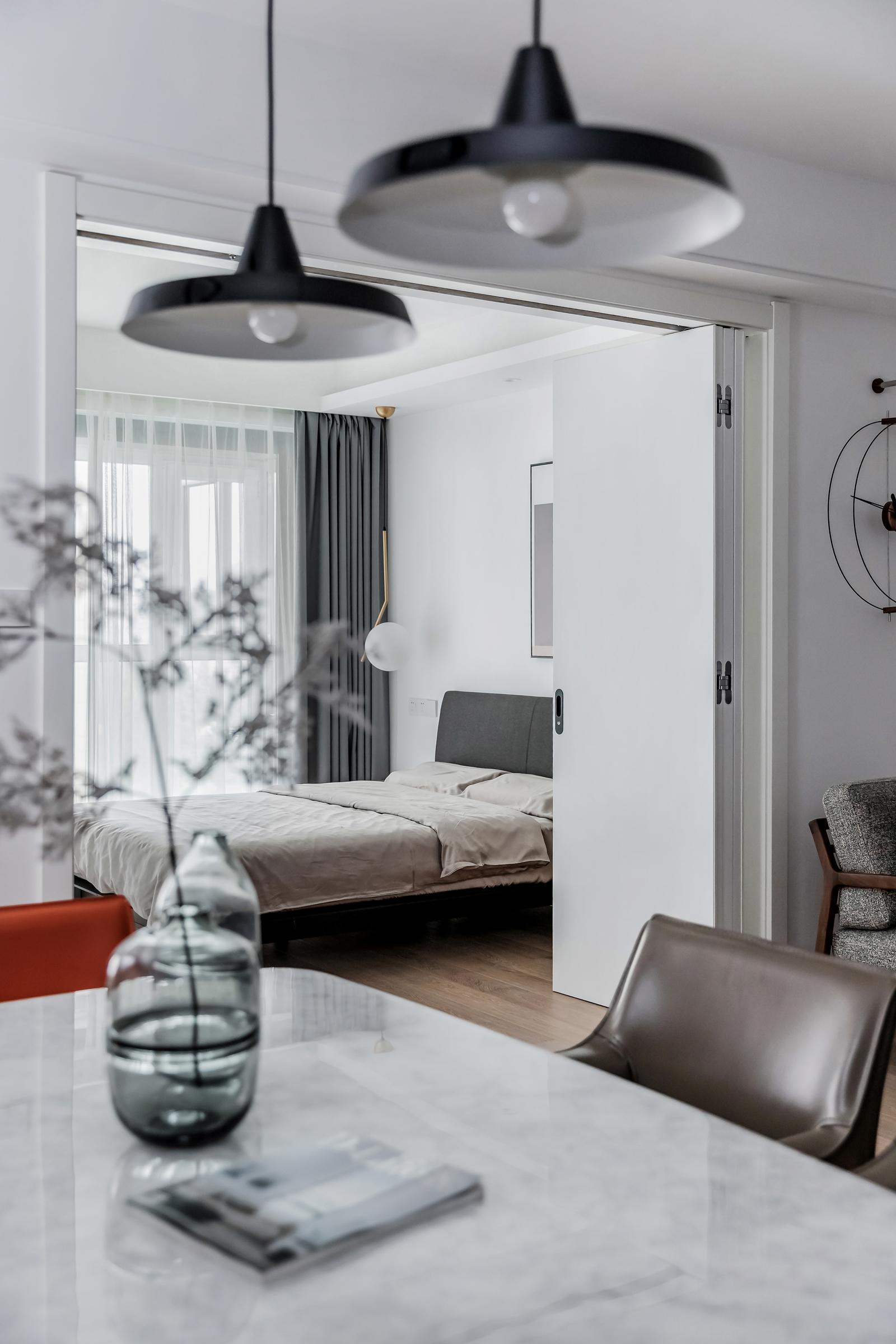 简约现代风两居装修卧室折叠门设计