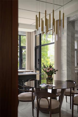 现代风别墅装修餐厅吊灯设计