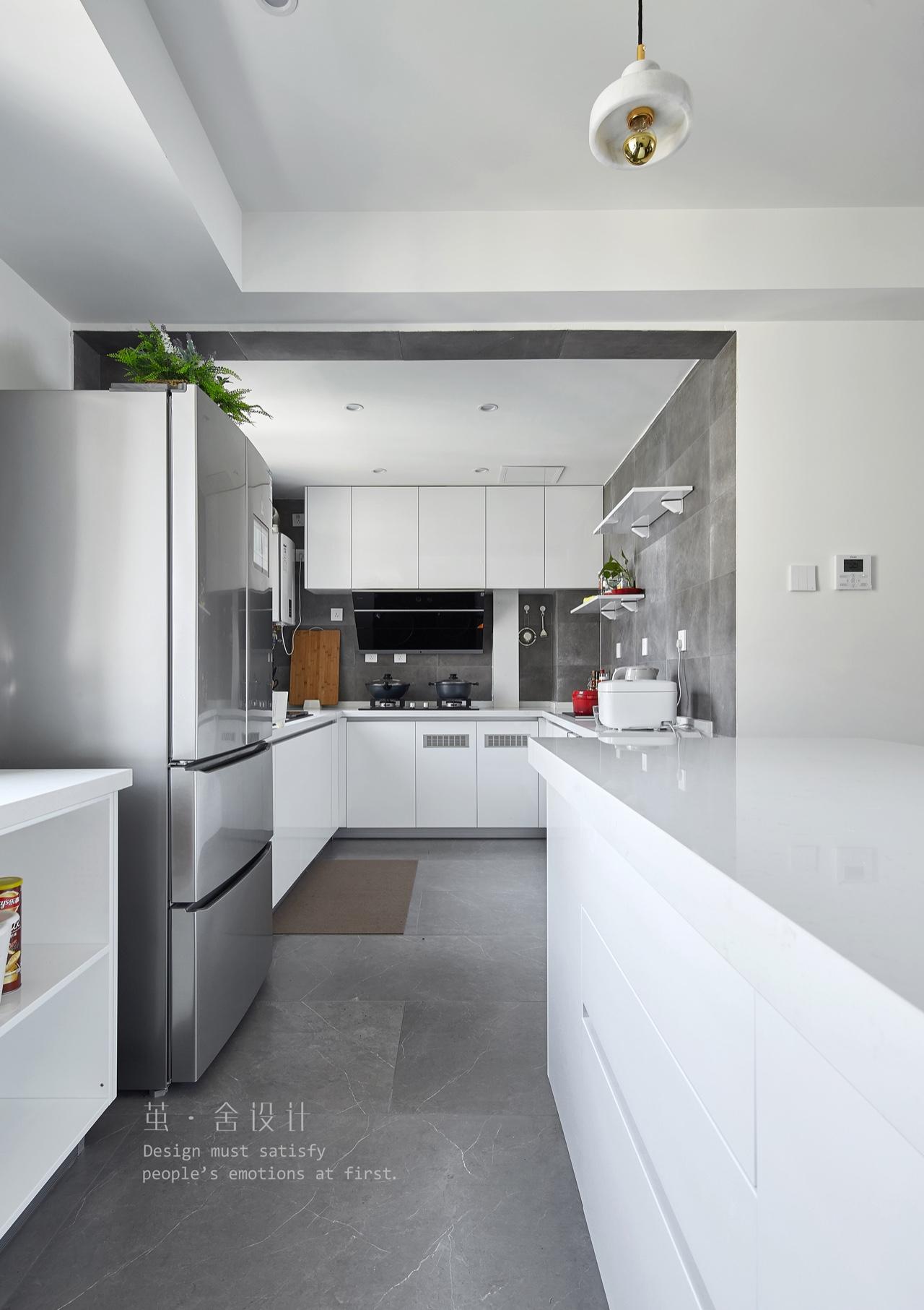 三居室现代简约风格厨房装修效果图