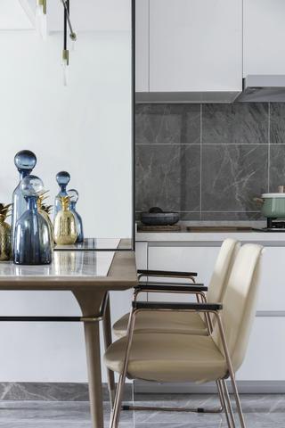 现代简约风格装修餐桌椅设计图