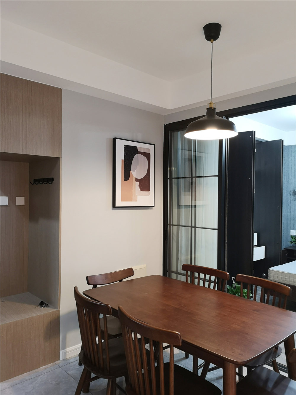 80平米二居室装修餐桌椅设计图