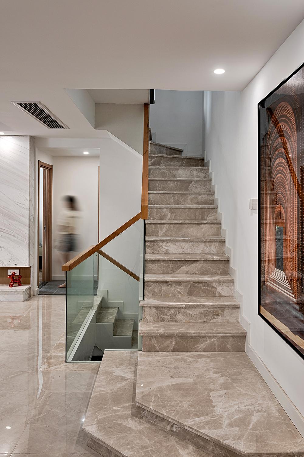 大户型复式现代简约楼梯装修效果图