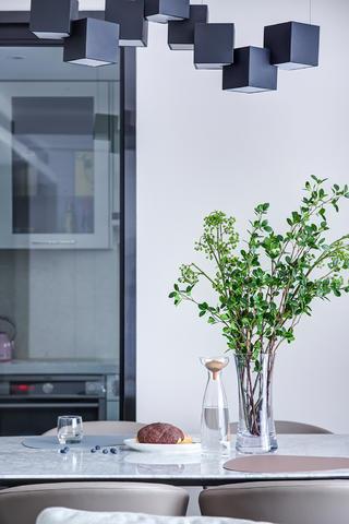 三居室简约现代风装修餐厅吊灯设计