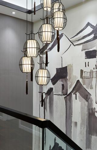 新中式风格别墅装修楼梯间吊灯设计