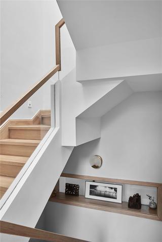 日式风格别墅楼梯间装修效果图