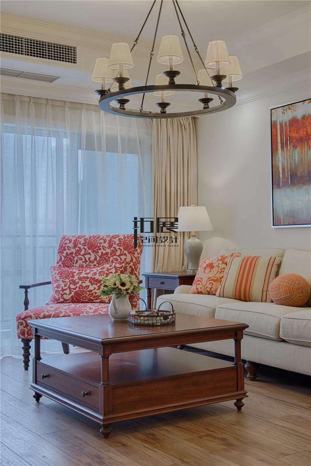 四居室美式风格装修茶几设计图