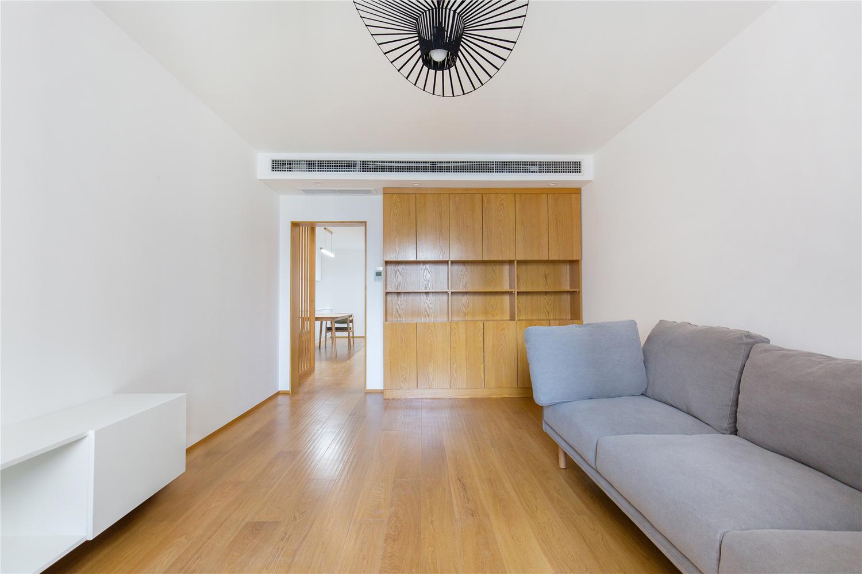 极简原木风三居客厅装修效果图