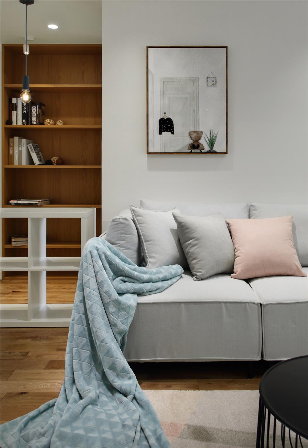 129平米三居室装修沙发设计图
