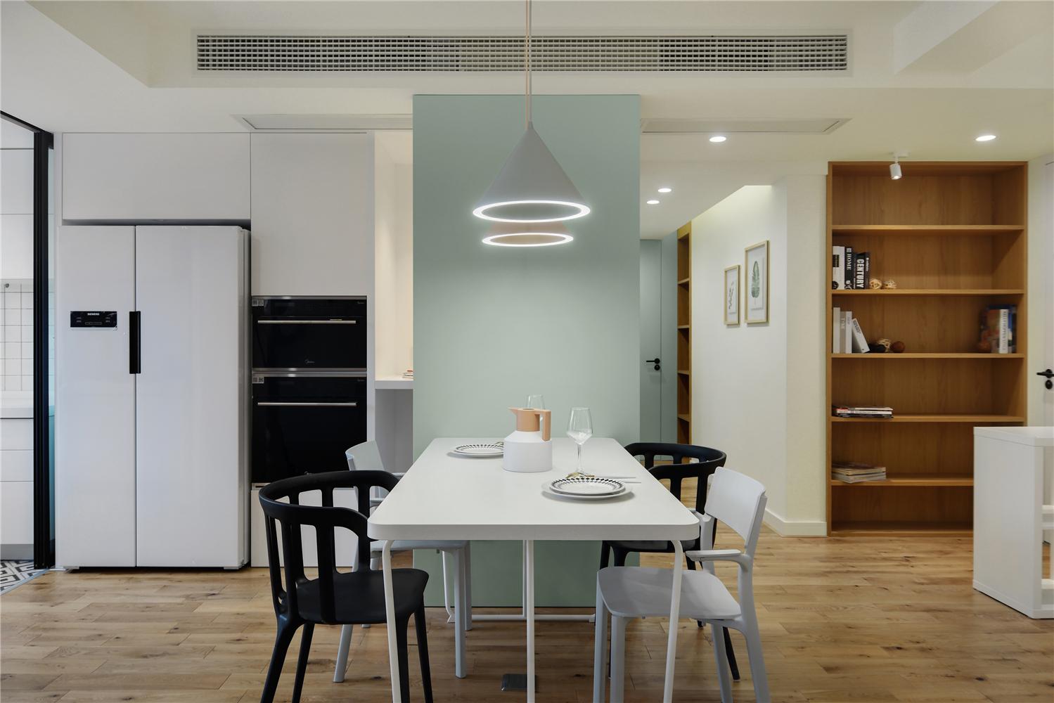 129平米三居室餐厅装修效果图