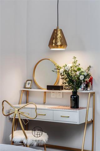 现代简约三居装修梳妆台设计图