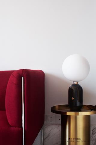 一居室小户型公寓装修边几台灯设计