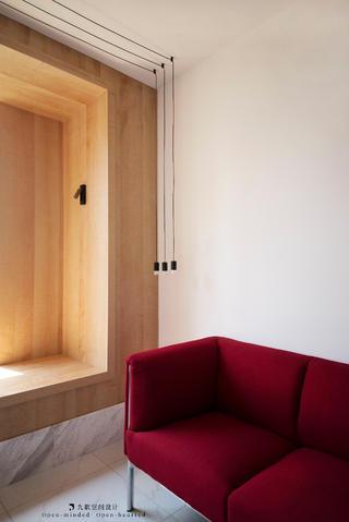 一居室小户型公寓装修红色沙发设计