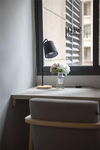 北欧风格两居室装修书桌设计