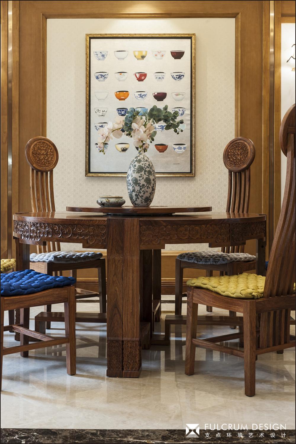 中式风格别墅餐厅装修效果图