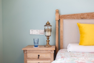 复式美式风格装修床头柜灯饰设计