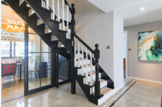复式美式风格楼梯装修效果图