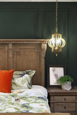 复古美式风格四居装修床头吊灯设计