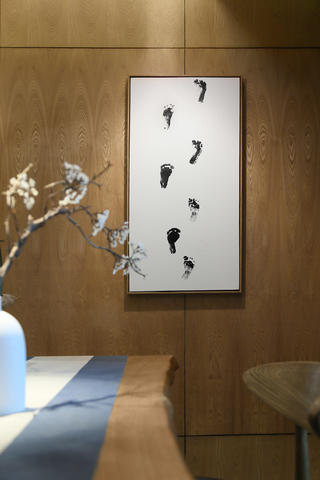新中式风格三居装修挂画特写