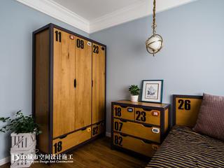 三居室美式风格衣柜装修效果图