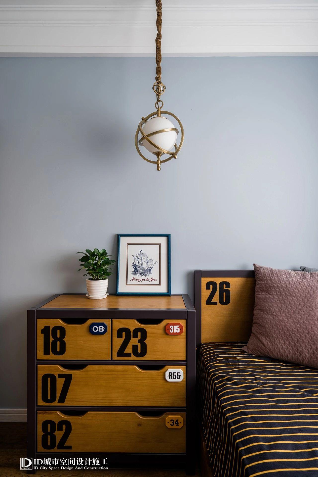 三居室美式风格装修床头柜设计图