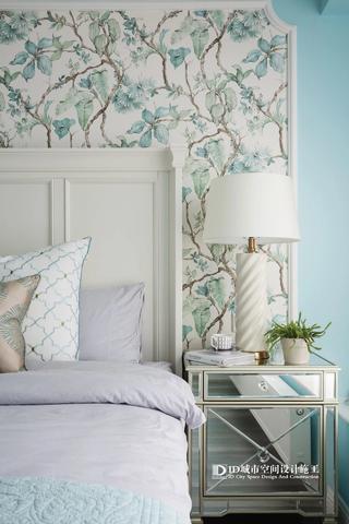 清新美式风三居室装修床头柜设计图