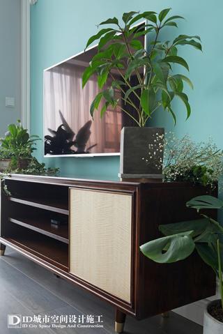 清新美式风三居室装修电视柜设计图