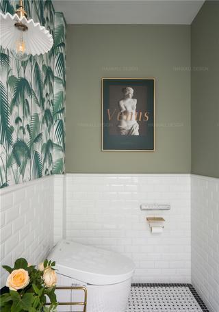 轻奢法式风格别墅卫生间装修效果图