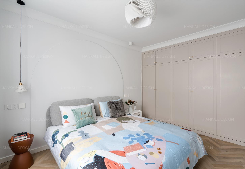 90平米二居卧室每日首存送20