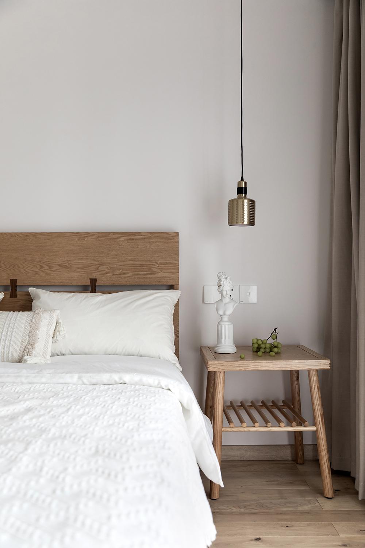 日式风格三居室装修床头桌设计图