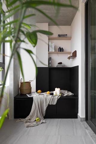 日式风格三居室阳台装修效果图