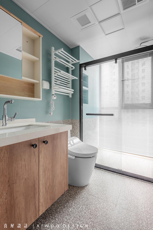 115平米三居室卫生间装修效果图
