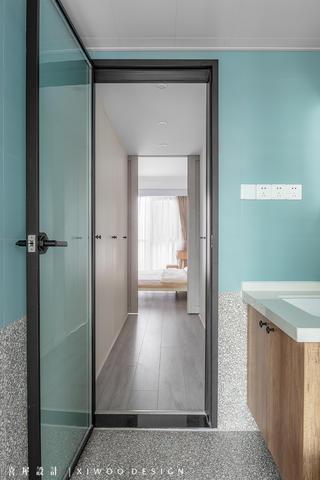 115平米三居室装修卫生间玻璃门设计图
