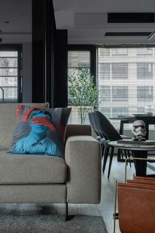 140㎡现代风三居室装修沙发抱枕图片