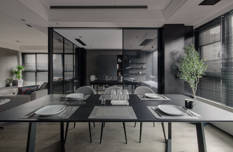 140㎡现代风三居室装修餐桌设计图