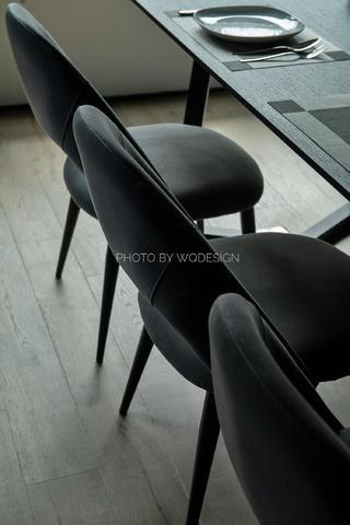 140㎡现代风三居室装修餐椅特写