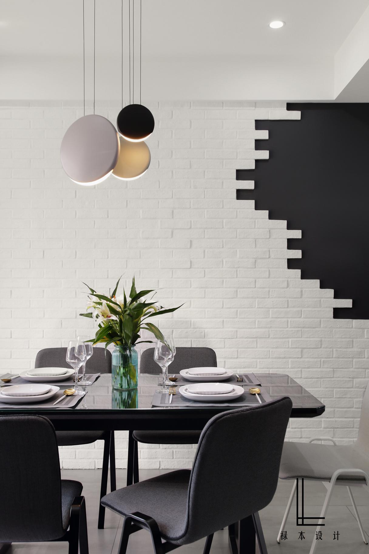 142平米三居室餐厅背景墙装修效果图