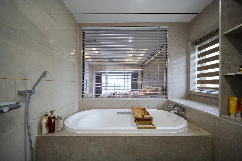 现代简约四居室装修浴缸设计图